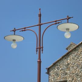 Illuminazione lampioni in ghisa e acciaio per casa - giardino