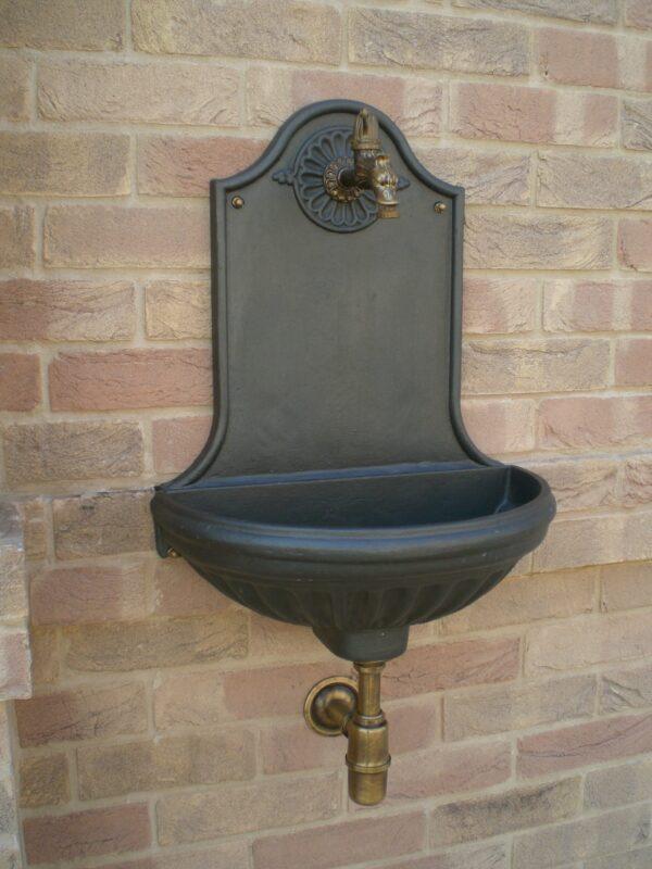 Fontana a muro modello Versilia