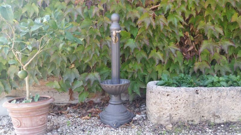 Fontana modello Leoncino con vasca alta