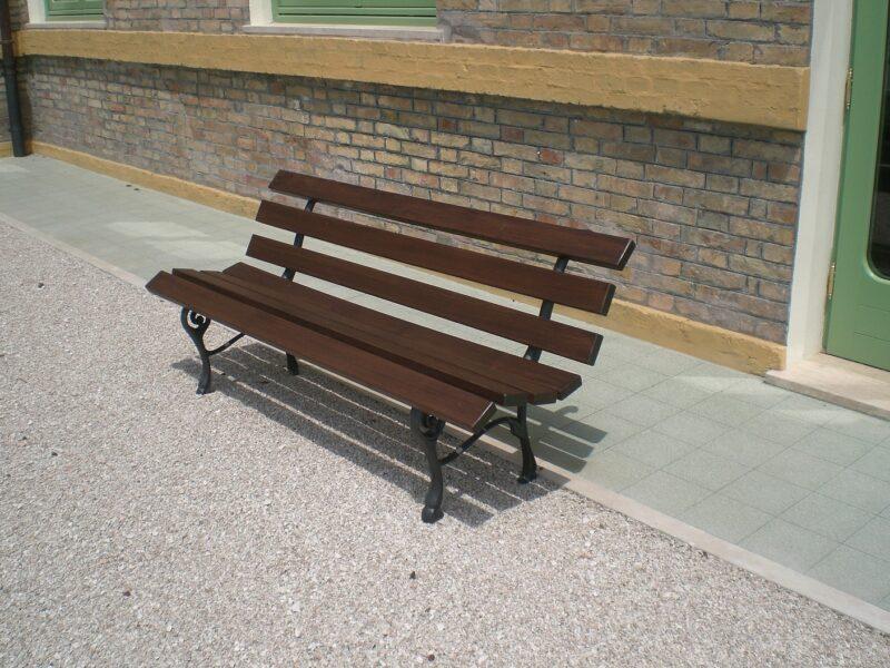 Panchina modello Nicra