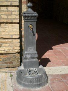 Fontana a colonna in ghisa modello Milano