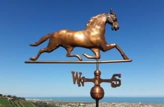 Cavallo segnavento in rame