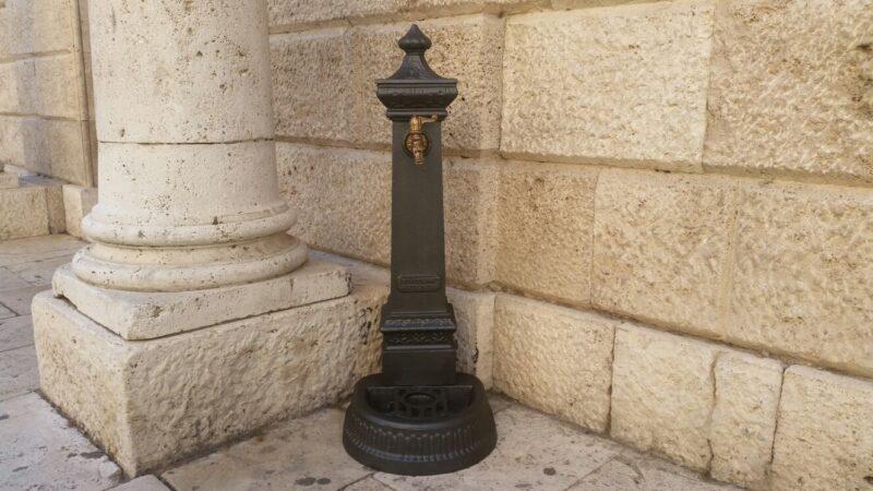 Fontana a colonna in ghisa modello Milano h115